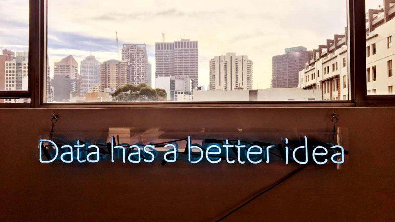 """Foto de cabecera con el texto """"Data has a better idea"""""""