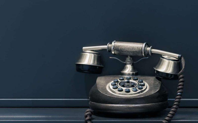Foto de un teléfono antiguo de disco
