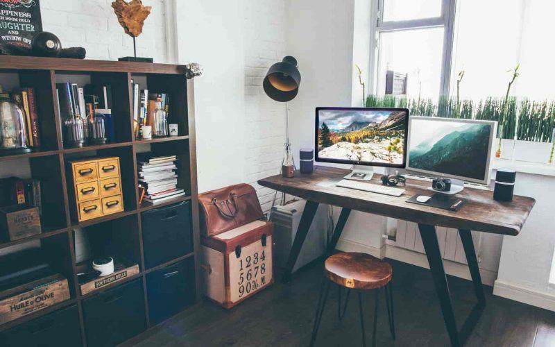 Foto de un escritorio en casa para teletrabajo